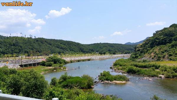 영동 초강천 고향의 강